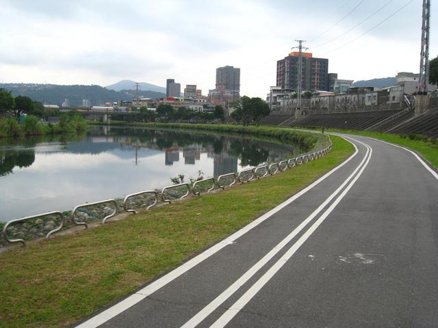 IMG_0003.JPG - 107.12.16-中社路自行車道