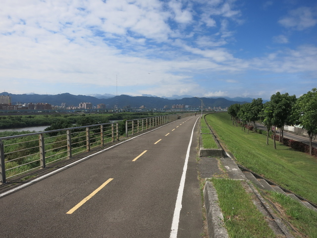 IMG_0214.JPG - 107.06.17-大漢溪左右岸自行車道O行騎