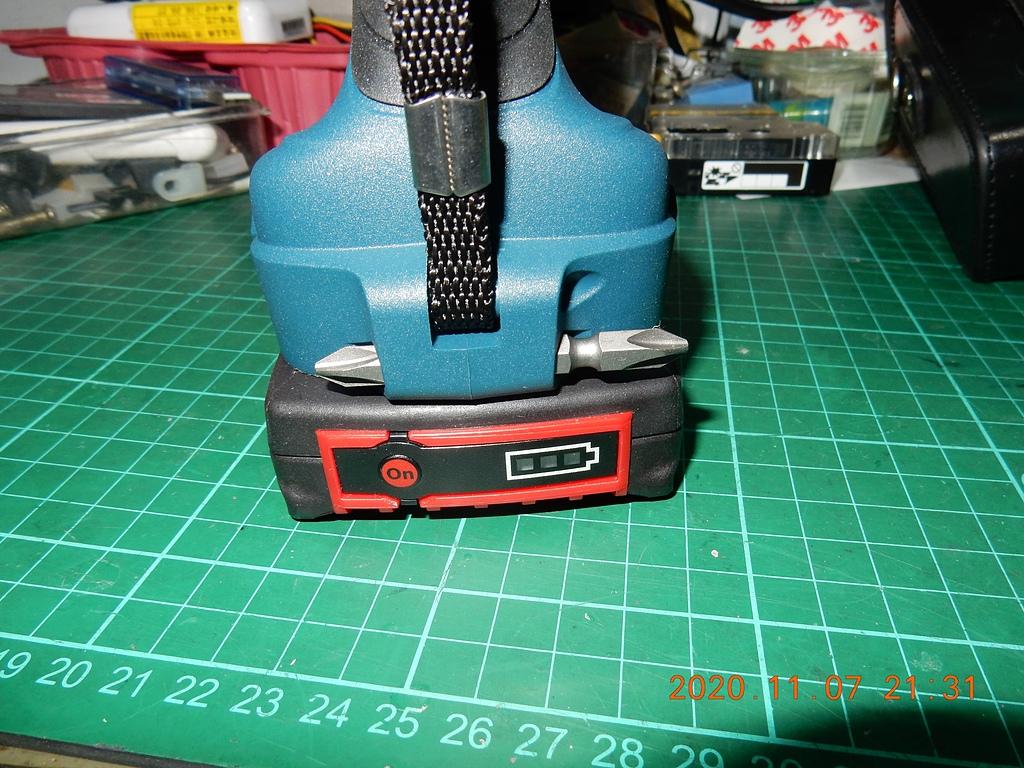 雙11的新玩具BOSCH GDX180-LI衝擊板手開箱3682