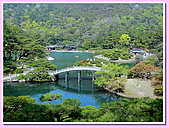 日本岡山富山賞櫻之旅:栗林公園的池泉小橋