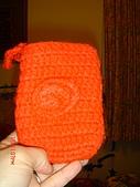 毛線成品:紅色手機套帶勾.JPG