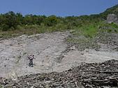 20051029沙溪大社環線:蘇桑走在崩壁前