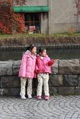 07.11.14.北海道.小樽運河:遇到小妹妹在拍照