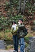 07.11.14.北海道.羊蹄湧水公園:正在旁邊休息的Roger夫妻