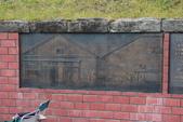 07.11.14.北海道.小樽運河:這段牆上有壁畫,畫的應該是昔日繁榮的小樽