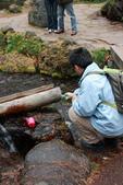 07.11.14.北海道.羊蹄湧水公園:Tony老大取水紀念照