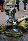 07.11.14.北海道.羊蹄湧水公園:Roger取水紀念照