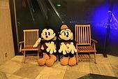 07.11.14.北海道.太陽宮殿:放著米奇米妮玩偶的椅子