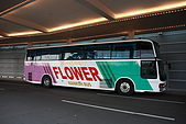 07.11.13.北海道.香檳城堡:這台就是負責我們五天行程東征西討的交通工具了