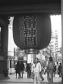 20070302伊豆賞櫻五日遊:燈下那個男人粉認真的由內碎碎唸到外面