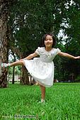 幼兒孩童-kids-小朋友:DSC_0122台大-草皮-芷葳.jpg