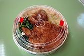 台灣鐵路-圓形木片盒懷舊排骨菜飯便當:2010-0407-001.JPG