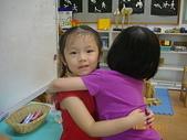 滿4歲生日~四季幼稚園跟同學分享生日禮物:跟同學分享我的生日小禮物~抱抱