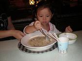 楊美美2歲半至3歲:義式屋古拉爵文心店~好喝的湯湯