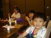 楊美美2歲半至3歲:社區黏土課~與姐姐及哥哥很認真上課