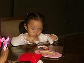 楊美美2歲半至3歲:社區黏土課~很認真