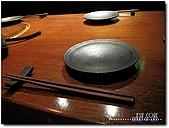 三燔本家日本料理-晶華酒店B3F:09-筷子與盤.jpg
