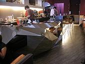 20080524 Pash Diner 傻子廚房:櫃台的設計很不一樣,鏡面可以反射