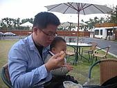 20091226埔里一日遊:小朋友餵食的時間到了
