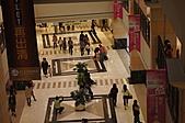 義大世界購物廣場: