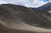 2014八月克什米爾拉達克之旅_拉達克篇02:20140816_013_列城(Leh)往利奇(Likir)路上的磁力山(Magnetic Hill)風光.jpg