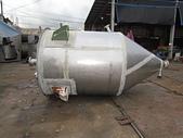 白鐵桶,粉粒桶,儲料桶,尖底槽:白鐵尖底儲料桶,桶寬169公分,桶長182公分,尖底長138公分