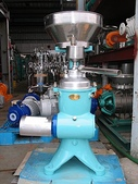 中古機械~離心機,遠心分離清澄機,昭和遠心製作所:日本昭和 油水分離機 馬力0.4KW (牛奶用)