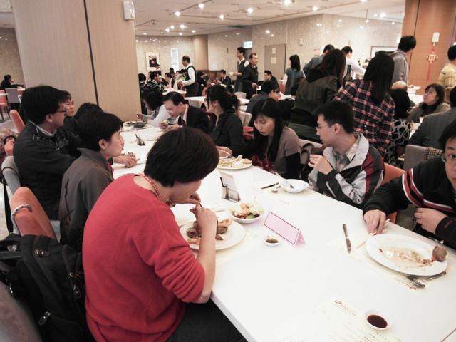 100年專兼任教師聯誼餐會:1393922060.jpg