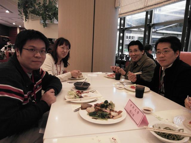 100年專兼任教師聯誼餐會:1393922046.jpg