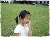 2007 出去走走:2007.06.17 -- 41.妹挖鼻孔.JPG