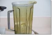 2017生活:20170527 被染黃的果汁機杯.JPG