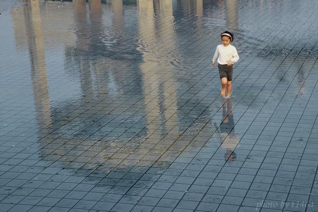 Human - 人間集:水上飛