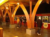 980101_阿里山跨年看日出之旅:火車載著滿滿的人準備離站...