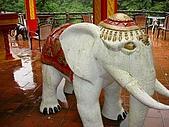 十分:四面佛旁大象